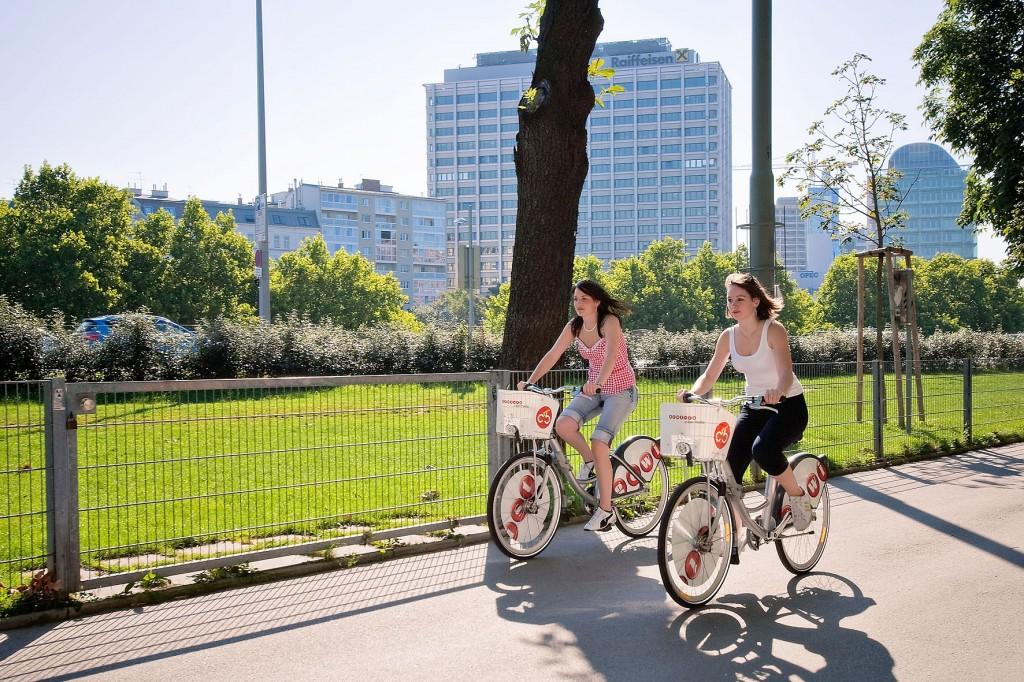 Slečny využívaju služieb Citybike